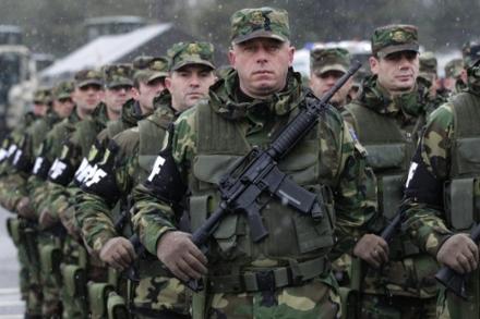 Des éléments des Forces de sécurité du Kosovo en 2011 à Pristina. (3.0 CC, Wikimedia)
